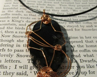 Item 2164 Large Agate wire wrapped pendant necklace