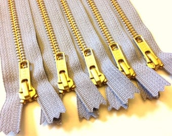 Wholesale metal teeth zippers - Five light grey 9 inch brass zippers - YKK color 272