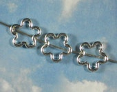 12 Silver Flower Picture Bead Frames 16mm Beads Shiny Tone Lightweight (P223)