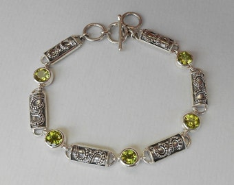 Balinese Chain sterling Silver Peridot gemstone Bracelet / Bali handmade jewelry / silver 925