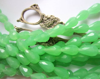24 Green Crystal beads faceted teardrop beads jewelry making supplies 15mm x 10mm R023