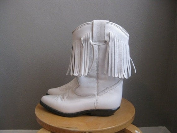 Wrangler white LEATHER FRINGE boots booties size 6 to 7
