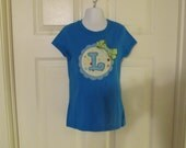 Girls Short Sleeve Shirt in Aqua with Scallop Edge Circle with Chunky Letter, Removable Bow