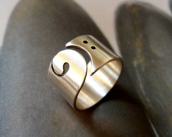 Bass clef ring, silver wide band, gift for music lover, musicians ring, gift for musicians, blass clef jewelry, bass guitar, music jewellery