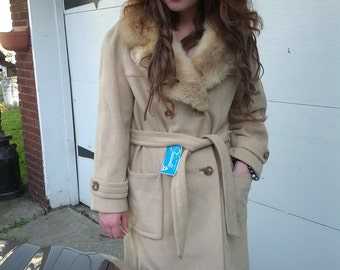 Vintage 60s Fashionbilt beige creme Wool Huge Opossum Ladies Mod Boho Hip belted Coat Size Large Original Tags