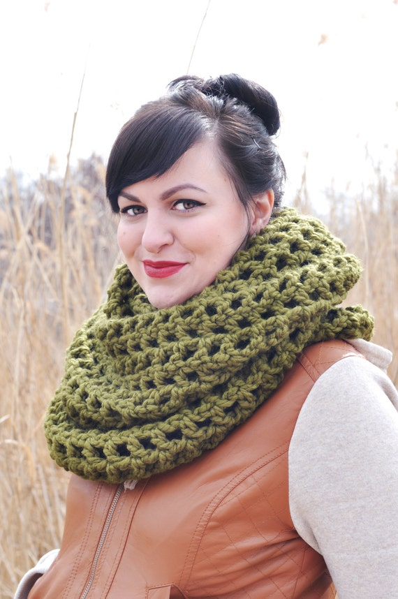 Infinity Scarf Knitting Pattern Super Bulky : Super Bulky Infinity Scarf Pattern from mittenmade on Etsy ...