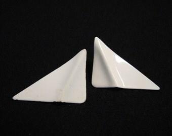 Vintage White Wavy Triangle Spike Pierced Earrings