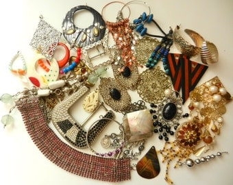 Large and bright mix of vintage jewelry, buckles, pendants, decorations, colors & light-excellent quality for creative works-35 Pcs-art.208-