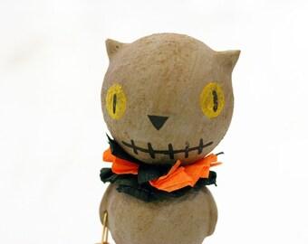 Gray Stitchmouth Cat Figurine with Ruff