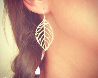 Delicate Leaf Dangle Earrings - Cute Simple Minimal Leaf Earrings in Silver - Perfect Gift - Wedding Jewelry - Bridal - Minimalist - Simple
