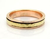 Rose gold weeding ring with a yellow gold spinner