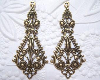 Antiqued brass Fleur de Lis connector / drop, lot of (2) - DR134