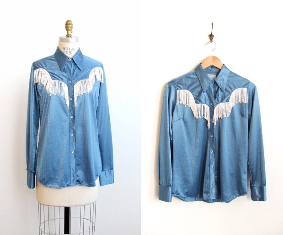 SALE / Vintage 1970s country girl fringed blouse