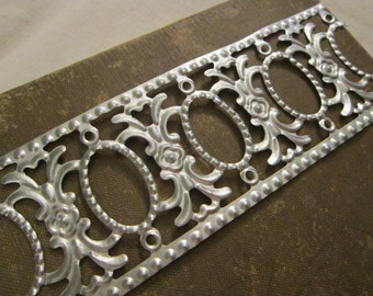 9 feet embossed metal strip - 9 feet x 2 inches