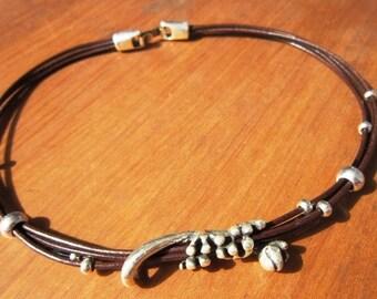 lizard necklace, lizard jewelry, Choker necklace, Beaded necklaces, beaded jewelry, leather necklace, silver necklace, fashion jewelry