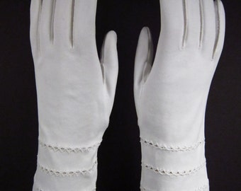 6-1/2-Vintage White Embroidered Dress/Prom Gloves-9-1/2 inches long(217g)