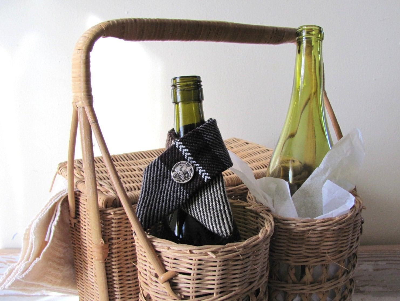 brown buffalo button wine bottle collar drip ring wine bottle. Black Bedroom Furniture Sets. Home Design Ideas