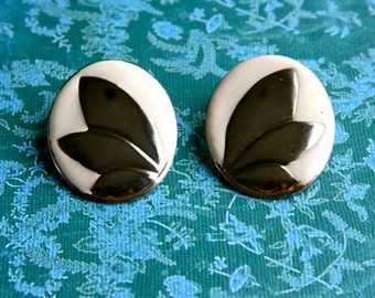CLEARANCE! Large gold tone and cream enamel earrings