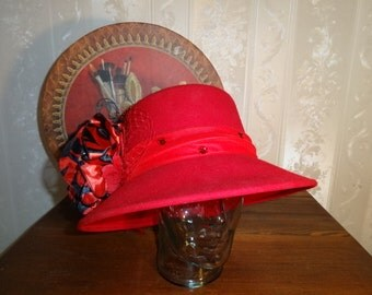 Pre-Owned August Red Wool Ladies Bow & Feathered Formal Dress Church  Hat