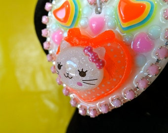 Glitter Kitty Resin Heart Cameo Pendant Beaded Necklace