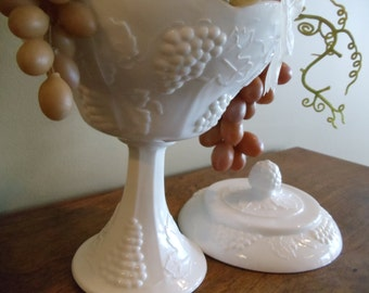 Vintage Milk Glass Covered Compote//Dish// free shipping continental USA// 468