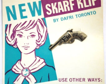 Vintage Six Shooter Scarf Clip. Wonderful Condition!