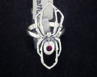 Spider ring with Garnet in Sterling Silver