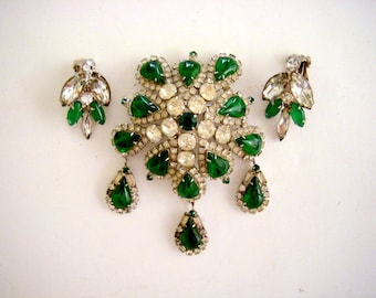 50s WEISS Emerald Green Rhinestone Dangle Brooch Matching Earrings - Large Vintage 1950s Rhinestone Pin and Earrings Set - VLV