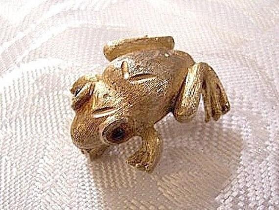 Frog Animal Pin Brooch Gold Tone Vintage Signed JJ Brushed Black Eyes