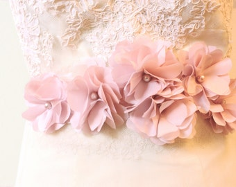 Bridal Rose Bloom Belt in Blush