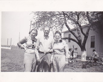 Vintage Photo - Man and Two Ladies - Vintage Photograph, Vernacular (CCC)