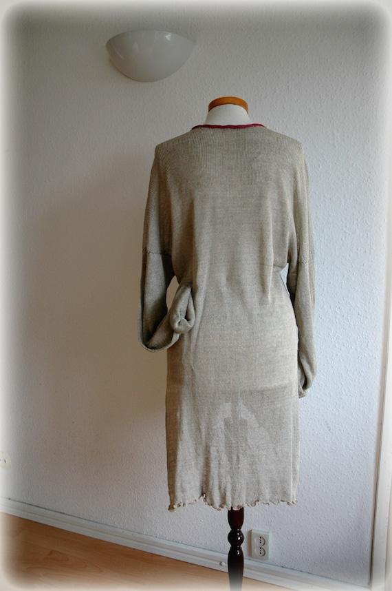 bettw sche aus gewirken graue tunika mit filz blume aufn her. Black Bedroom Furniture Sets. Home Design Ideas