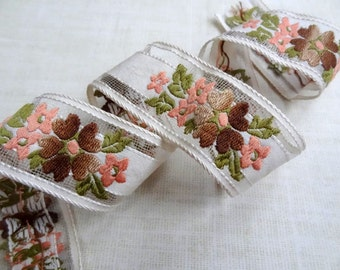 Retro Woodland, Peach Floral Embroidered Vintage Trim, 1 Yard