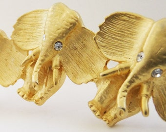 Vintage jewelry brooch in up turned elephants gold 70s brooch