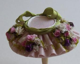 A beautiful 1/12 dollshouse handmade miniature dollhouse flower garden  pale pink silk hat