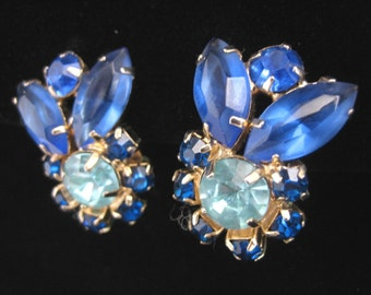 MINT Vintage Blue Crystal UNIQUE Earrings, BLUE Crystal Rhinestones, Clip-on Flowers Faceted