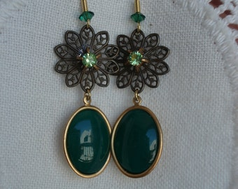 Vintage Art Deco Peridot and Green Jade Peking Glass Gold Filigree Dangle Pierced Earrings