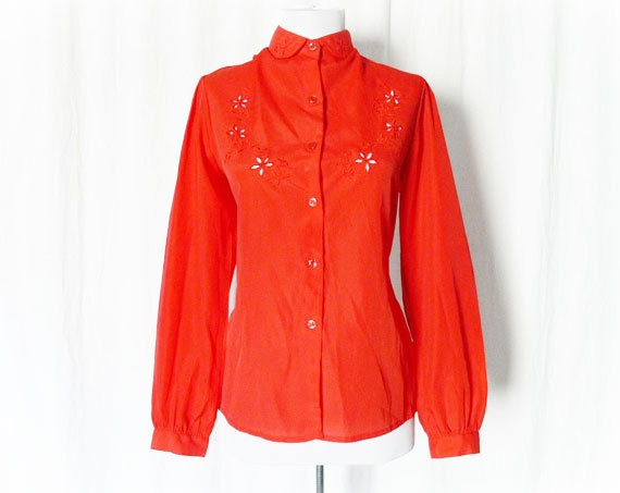 Vintage 70s Top Blouse M L Red Embroidered Cut-Outs Long Sleeve