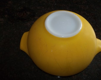 SALE Flat Yellow,(Exterior Shine off the Finnish) Pyrex#443, Vintage Cinderella  Mixing Bowl 2 1/2 Quart