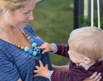 Classic Breastfeeding Necklace - Shades of Blue - Oak Wood - Kangaroo Care