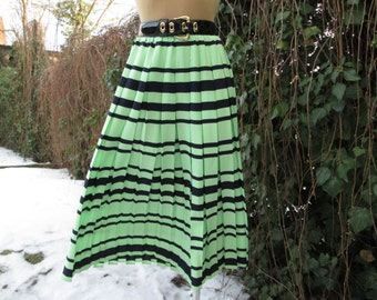 Long Pleated Skirt / Maxi / Black / Green / Approximately Size EUR40 / 42 X UK12 / 14 X US10 / 12