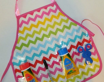 Chevron wipe off vinyl oil cloth school play apron smock with pockets for paint brushes, art supplies for messy projects - kids ages 1 to 6
