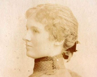 Antique Photograph Cabinet Card of Young St. Louis Missouri Woman (c.1893) - Collectible, altered art, and more
