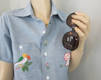 80s Vintage Chambray Blue Embroidered short sleeve shirt S/M