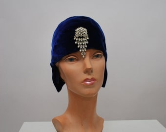 1920's Velvet Cloche with Pin