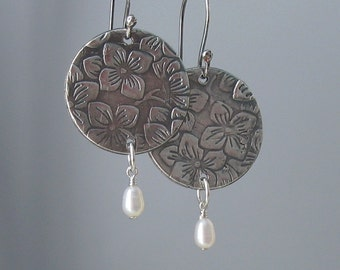 Embossed Round Silver Metal Clay Earrings, Freshwater Pearl Dangle, Metal Jewelry, Gift for Her