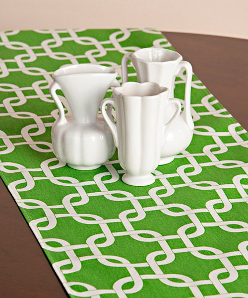 Choose your Table Runner, Kelly Green Gotcha Chainlink Table Runners for Wedding Decor, Birthday Parties, Party Decor, Holidays