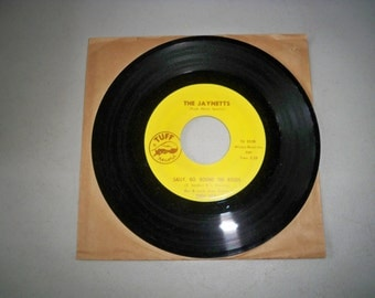 """Vintage 1960's 45 rpm Record """"Sally Go Round The Roses"""" by The Jaynettes"""