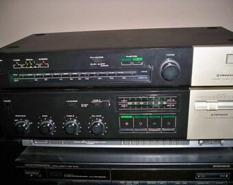 Vintage 1980's Pioneer Stereo TX530 Tuner & SA730 Amp