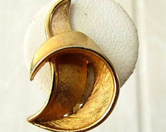 vintage 60s crown trifari gold tone crescent moon button earrings clip on signed mad men